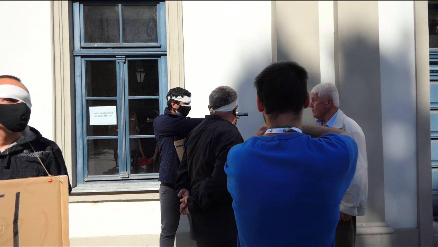 Vádat emeltek az ellentüntető ellen, aki gázpisztolyt rántott elő Dobrev Klára kampányeseményén