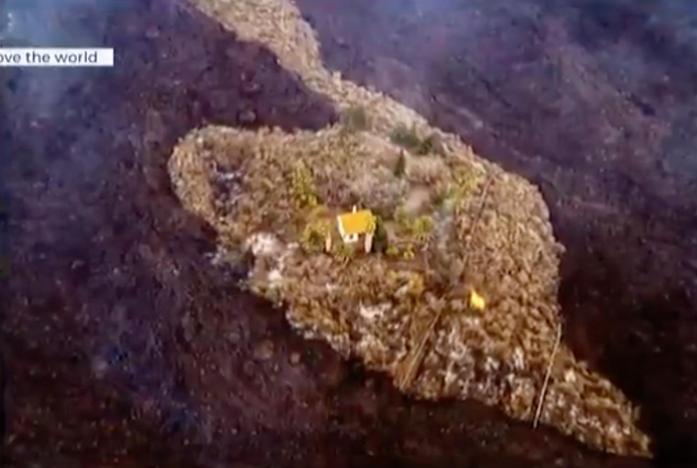 A lávafolyam közepén maradt épen egy ház a Kanári-szigeteki La Palmán