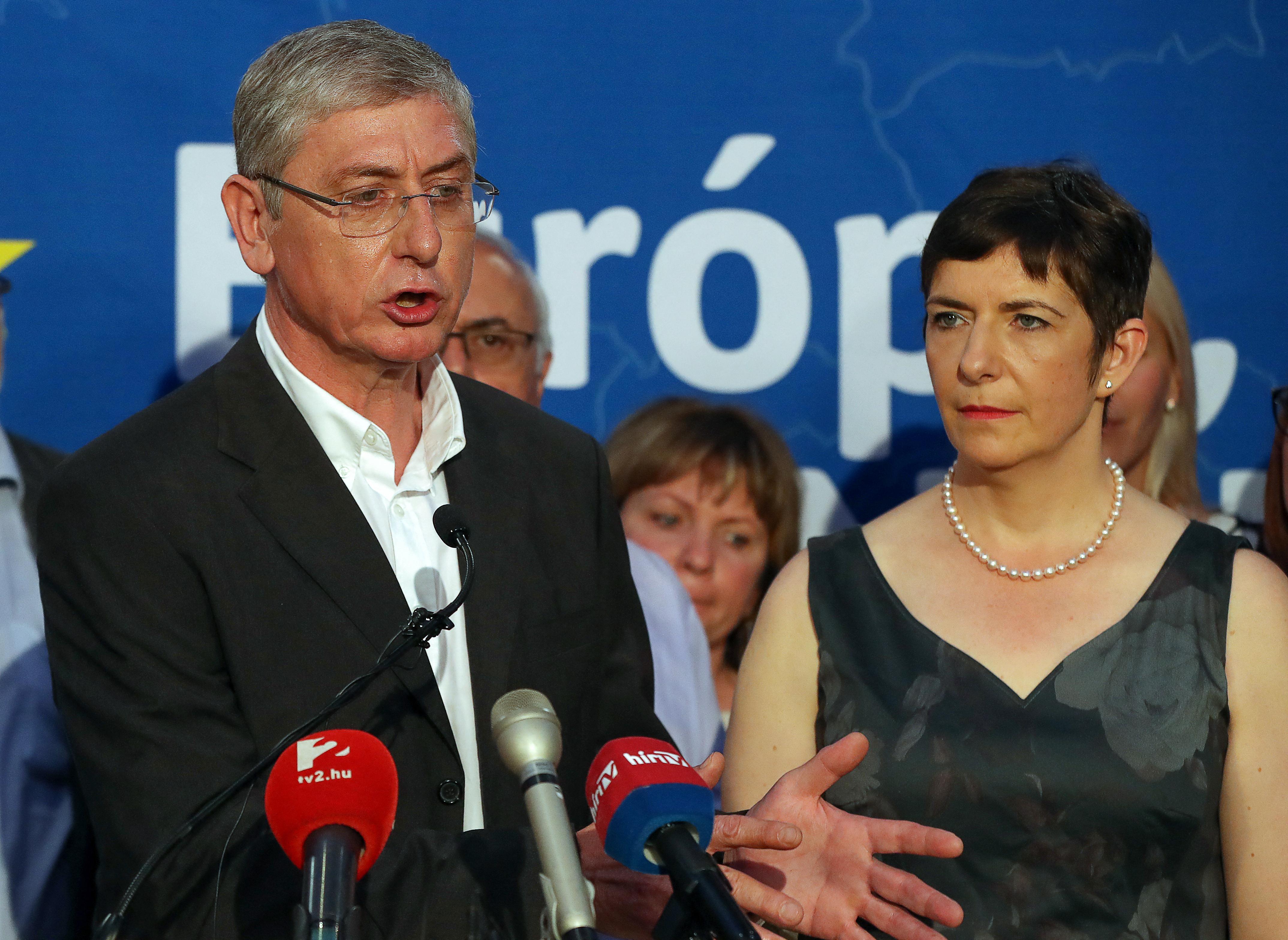 A DK még nem tudja eldönteni, hogy kifaroljon-e Tóth Csaba mögül