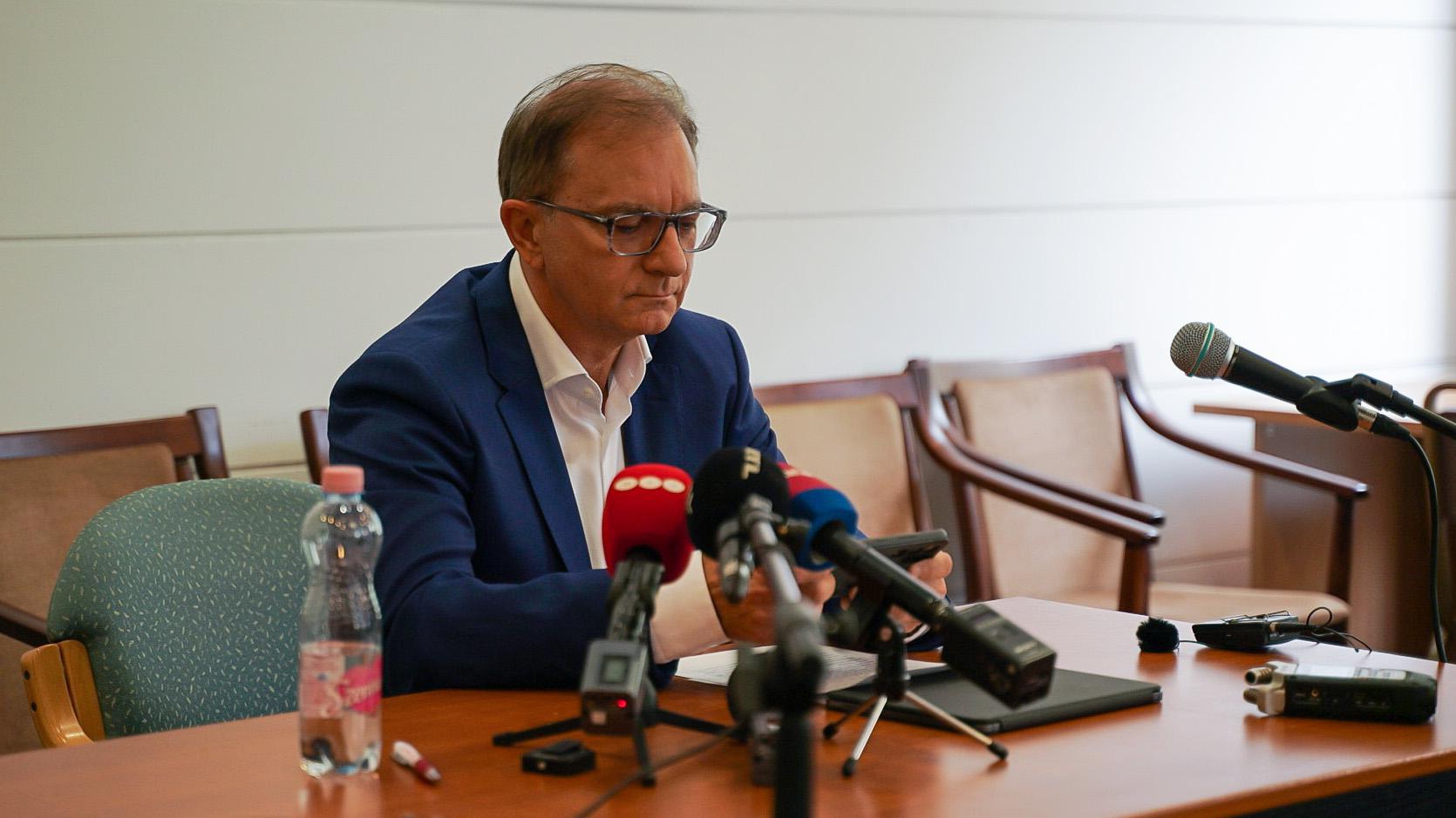 Mit jelent Tóth Csaba visszalépése? - Rendkívüli adás a 444 Facebook-csoportjában hétfő este