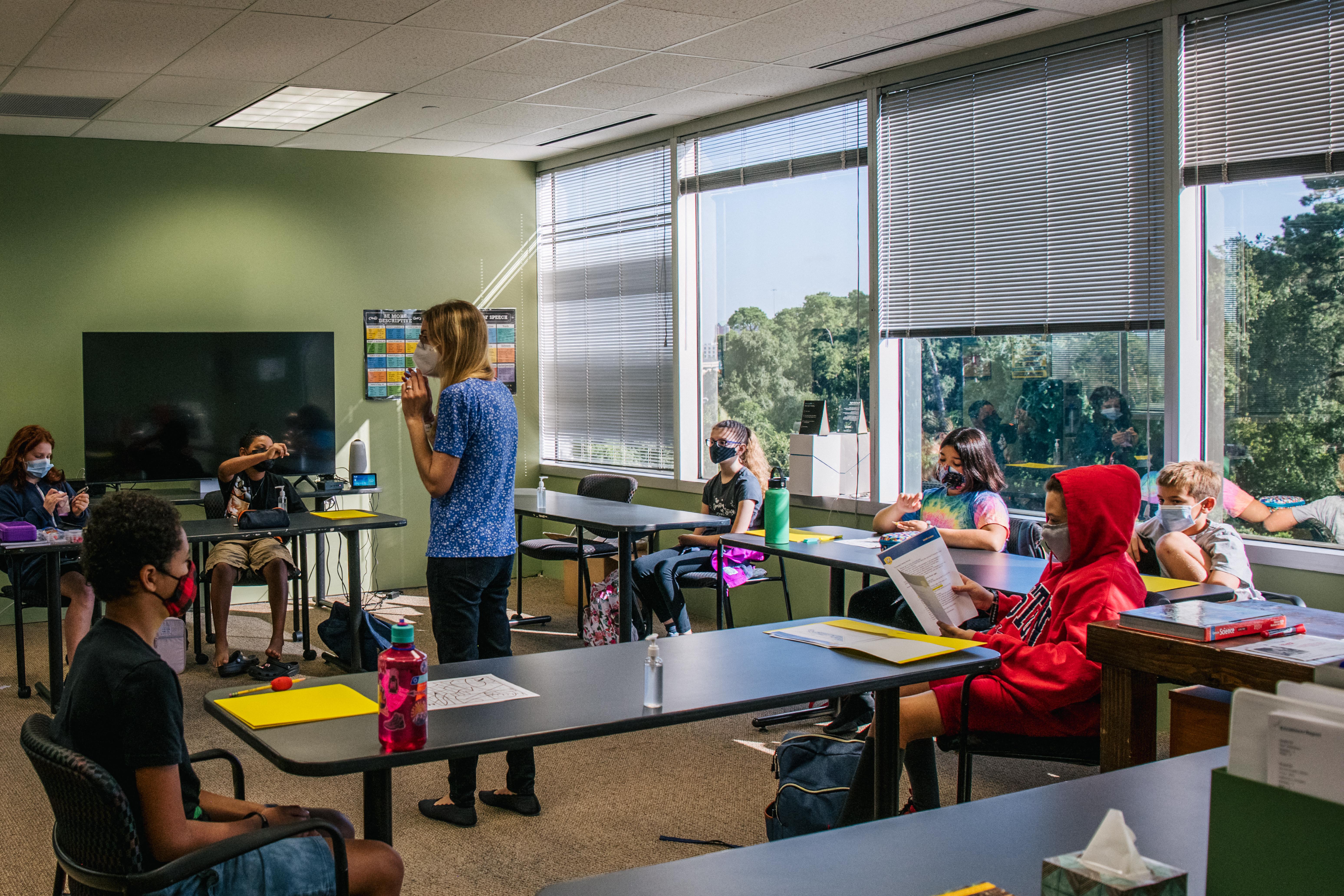 Egy texasi iskolai tisztviselő szerint ha az osztályteremben van holokausztról szóló könyv, kell lennie azzal ellentétes nézeteket tartalmazó könyvnek is
