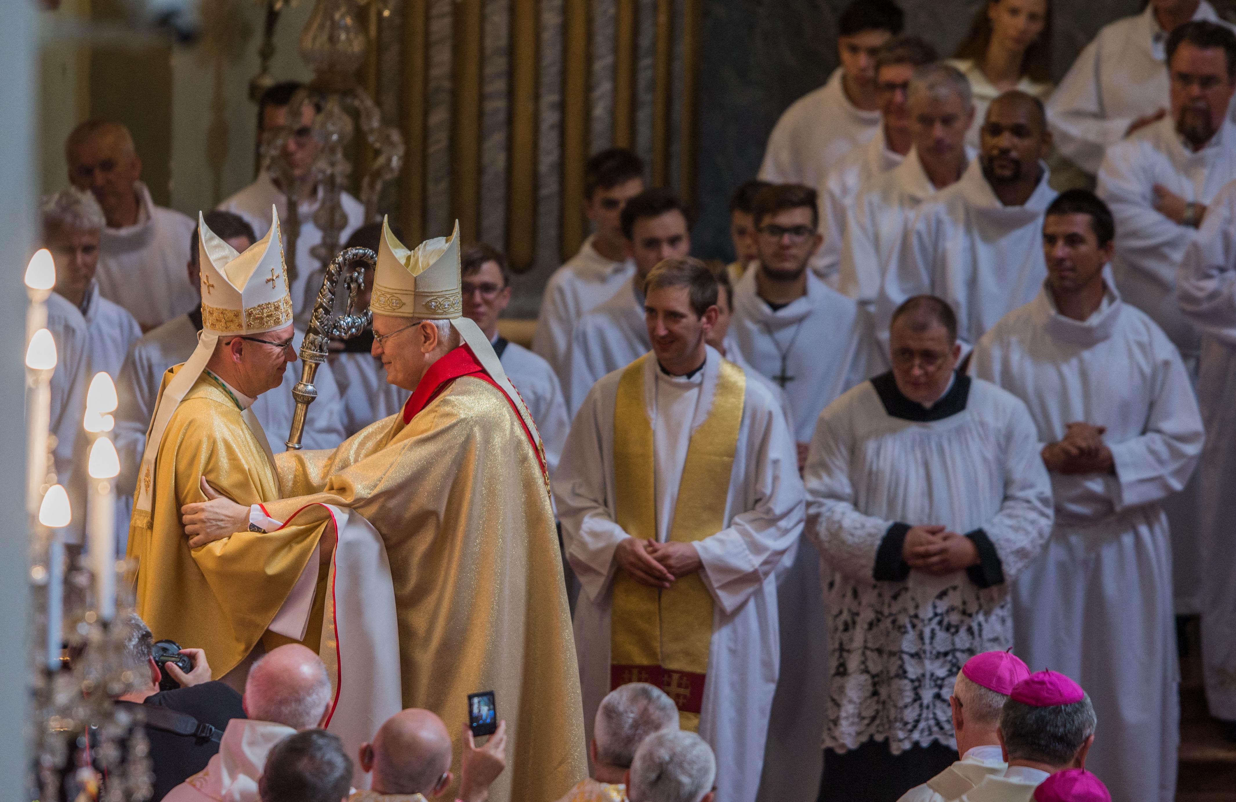Lassan, nagyon lassan közelítünk ahhoz, hogy a magyar püspökök beszéljenek a hibákról