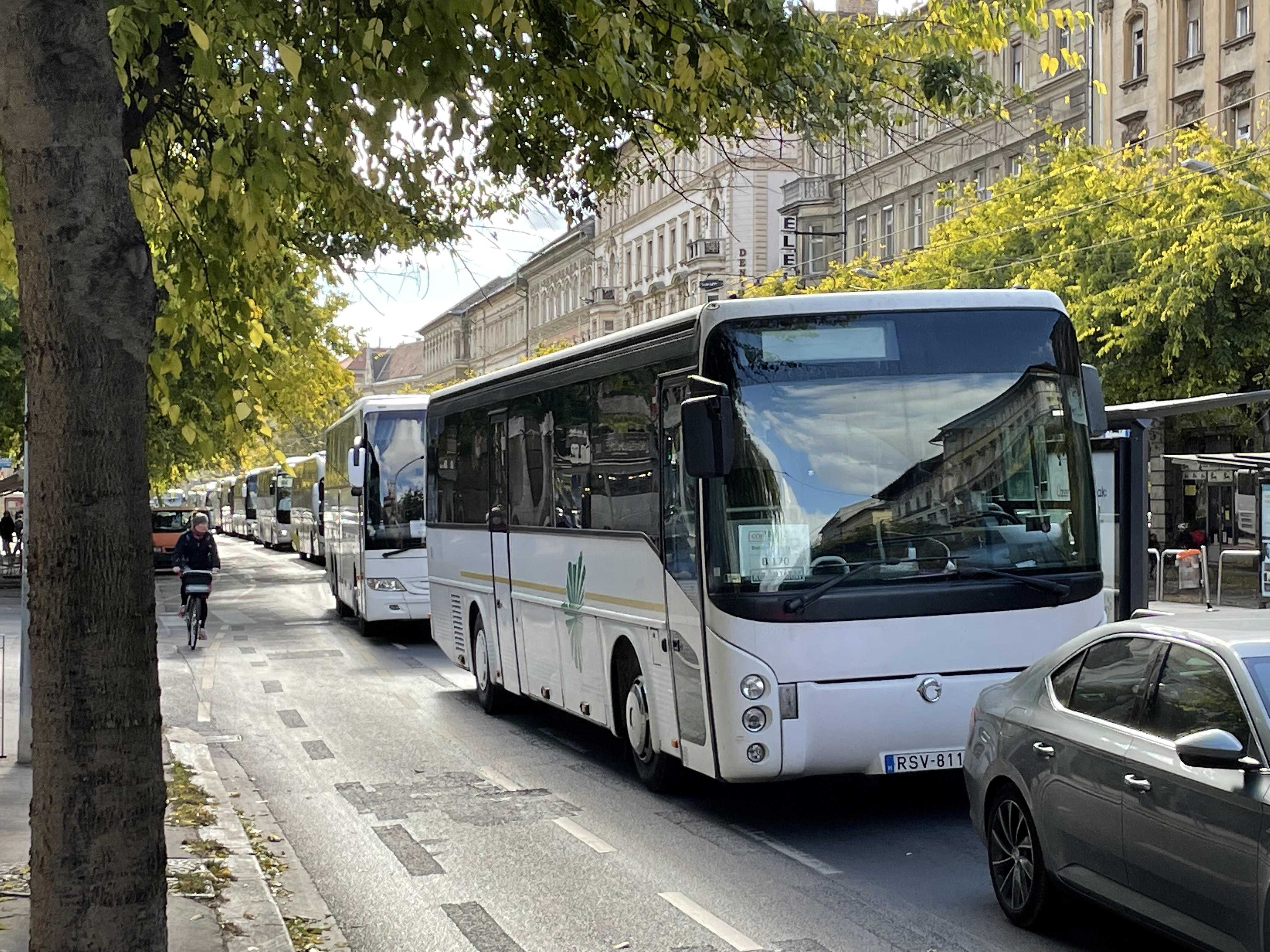 CÖF-CÖKA: nem szerződtettünk buszokat, hogy vidékről hozzuk az embereket a Békemenetre