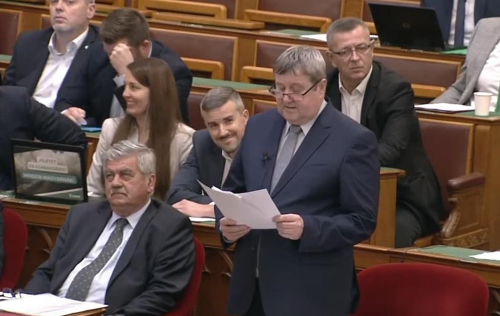 """""""Jajj, de buta vagy!"""" - kiabálta be Jakab Péter Tállai András miniszterhelyettesnek a parlamentben"""